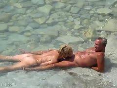 flitterwochen paar nackt strand sex